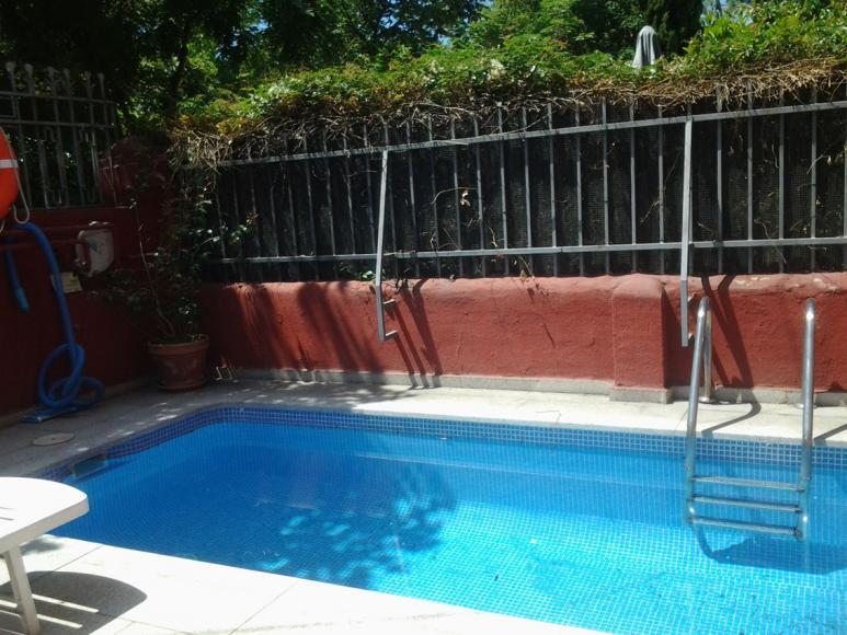 Chalet con piscina privada en chamartin for Piscinas privadas madrid